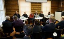 """Wie bewerten die Historiker die modernen belarussischen Schullehrbücher """"Geschichte von Belarus"""" und """"Weltgeschichte""""?"""