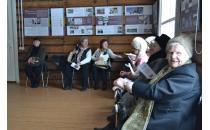 """Участники благотворительной организации """"Хэсэд Рахамим"""" на экскурсии по выставке """"На пути к общеевропейской памяти: творчество Галины и Леонида Левиных"""